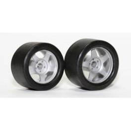 Neumático 17 x 10,5 mm.